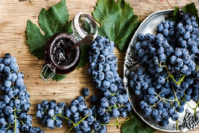 فوائد العنب للقلب