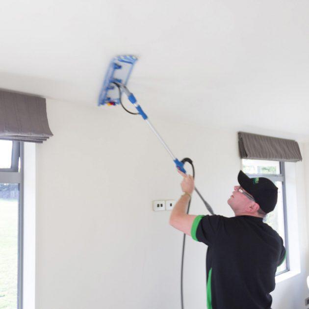 تنظيف الحوائط بسهولة