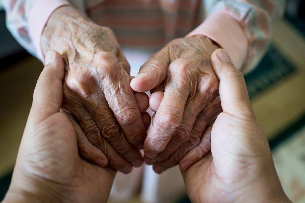 احاديث عن كبار السن