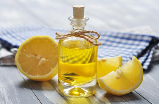 زيت الزيتون والليمون للاظافر