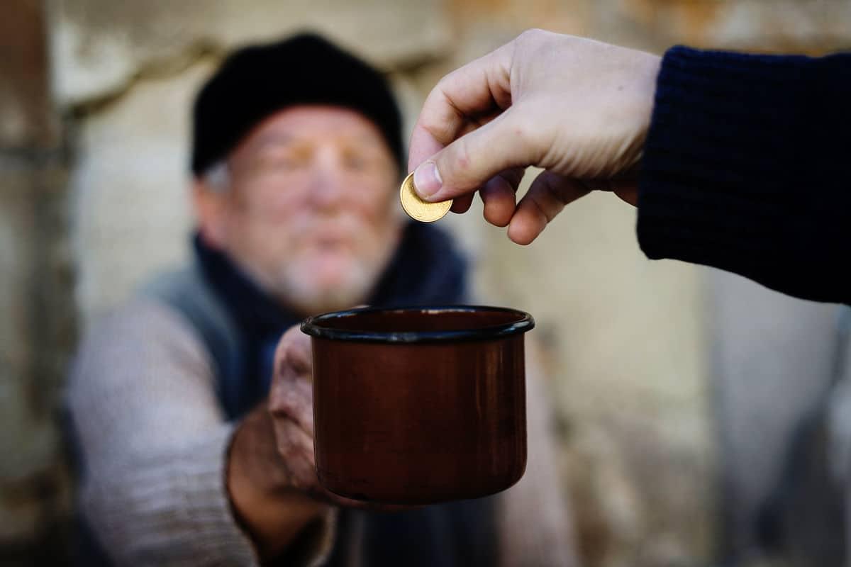 احاديث عن مساعدة الفقراء