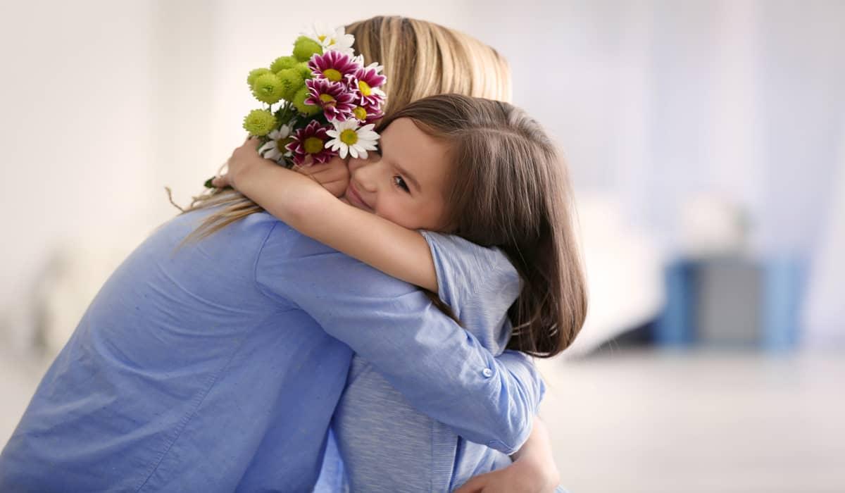 أحاديث نبوية عن فضل دور الأم