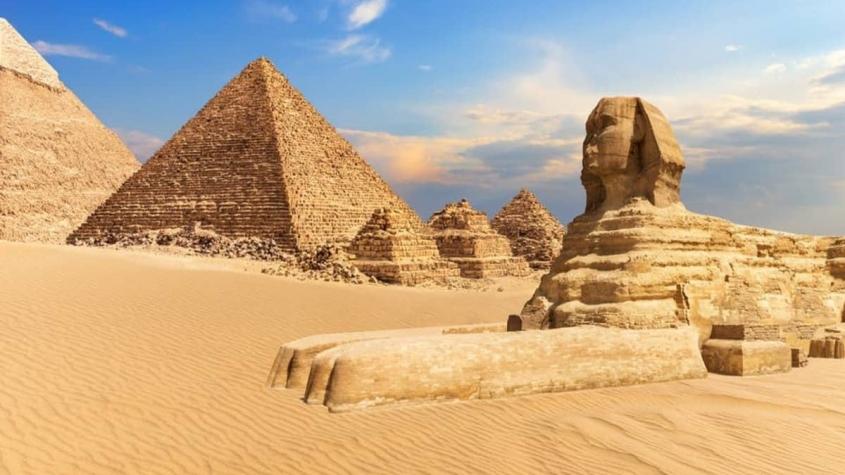 براجراف بالانجليزي عن الاهرامات مترجم