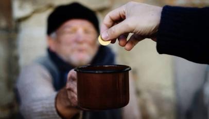 براجراف عن مساعدة الفقراء