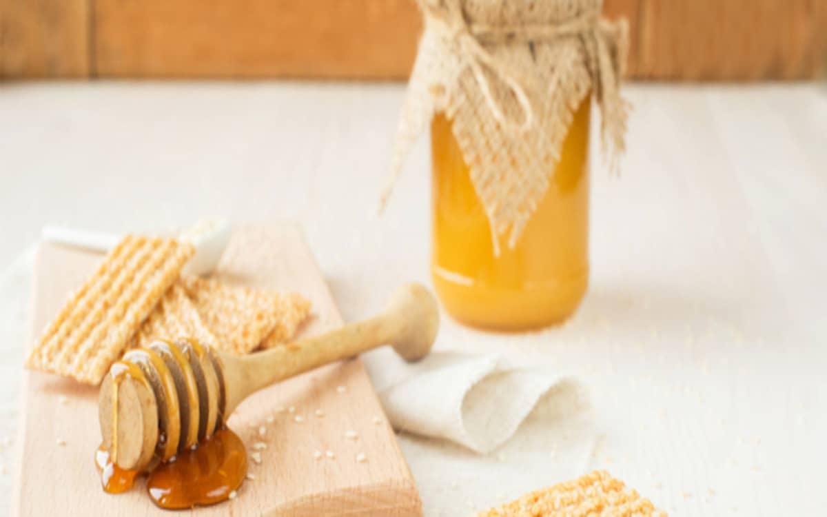 فوائد العسل مع زيت السمسم