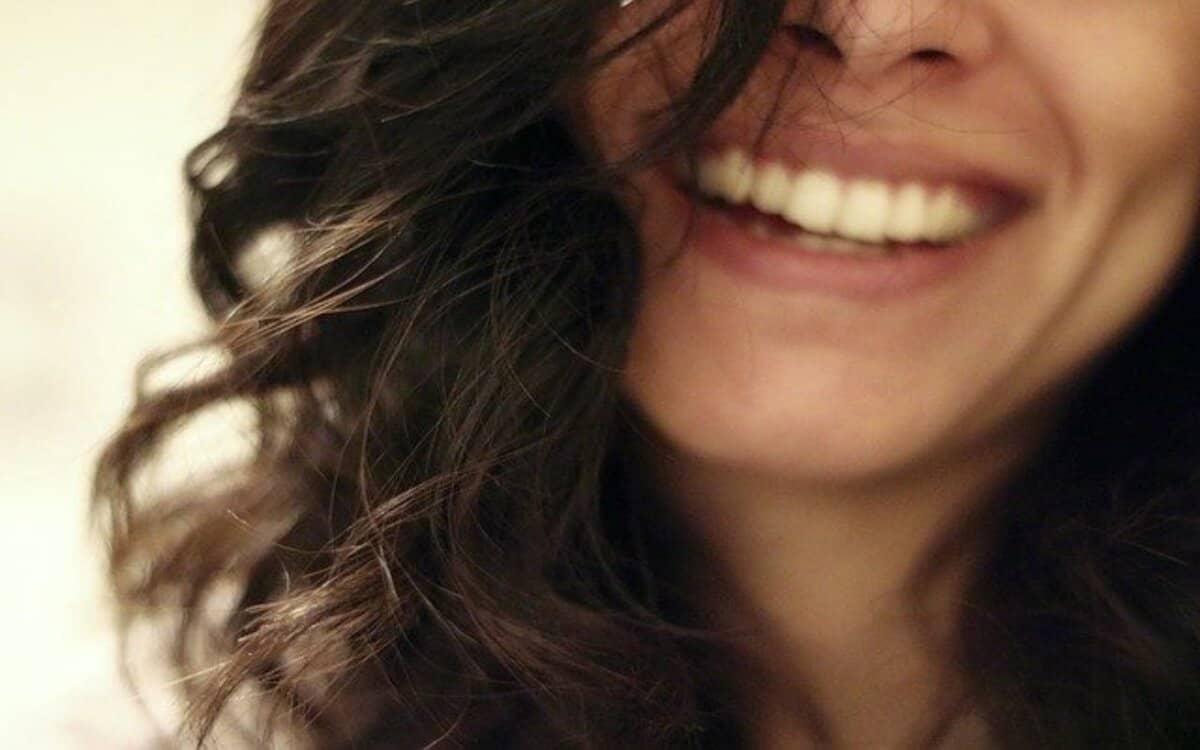 شعر عن الابتسامه غزل