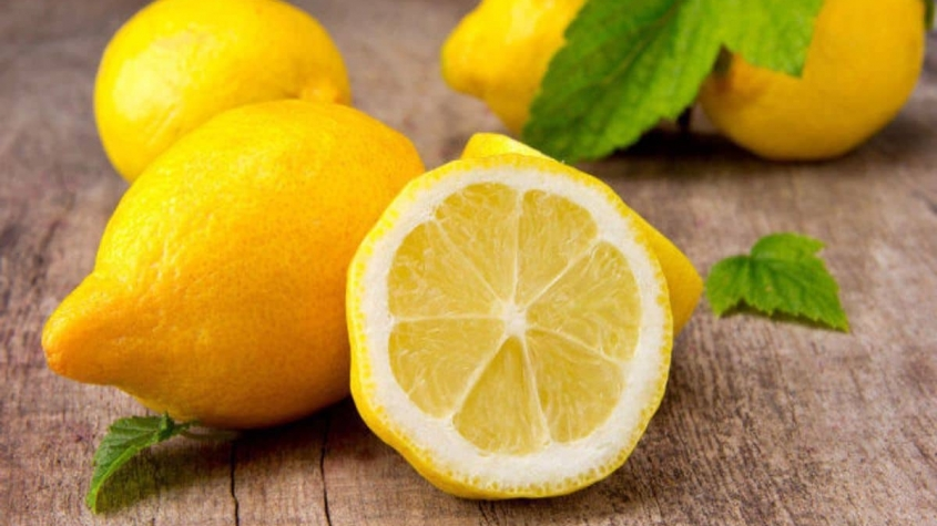 هل الليمون الحامض يقطع الدورة الشهرية