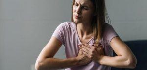 أسباب ألم الثدي مع تأخر الدورة