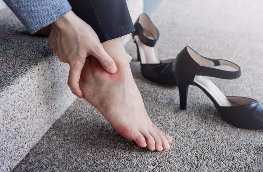 أسباب آلام القدمين عند النساء