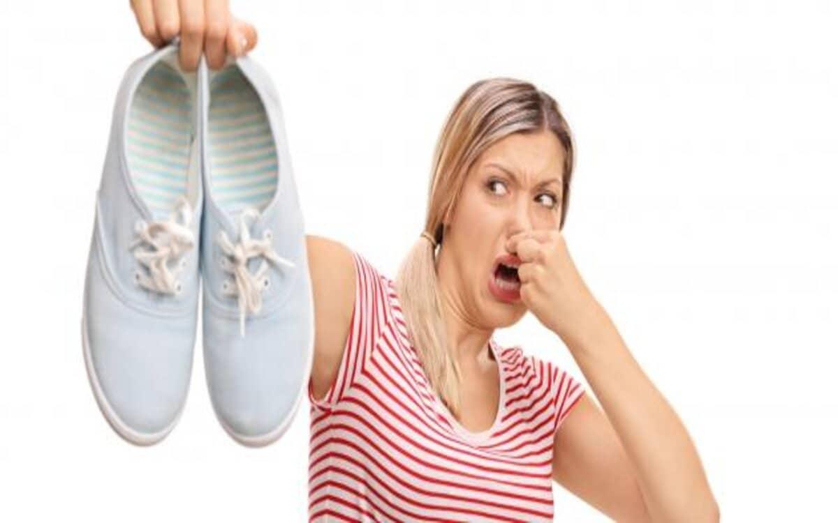 كيفية التخلص من رائحة القدمين والحذاء
