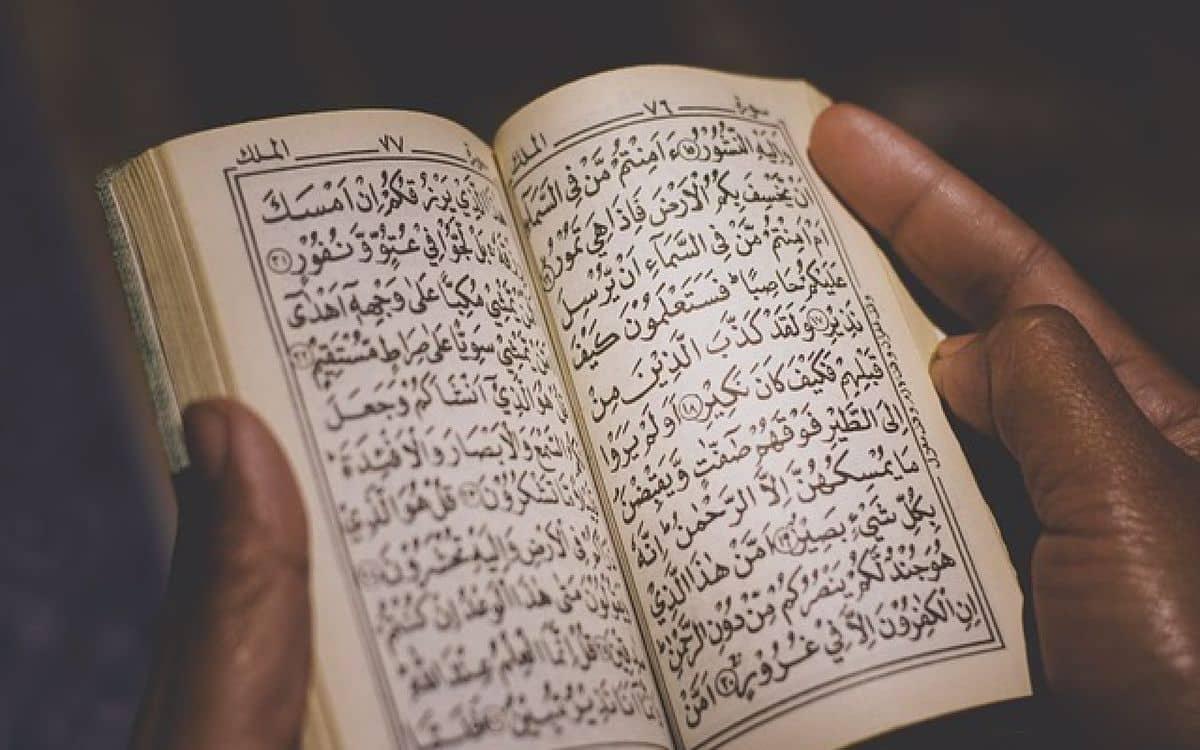 فضل قراءة سورة الملك للميت