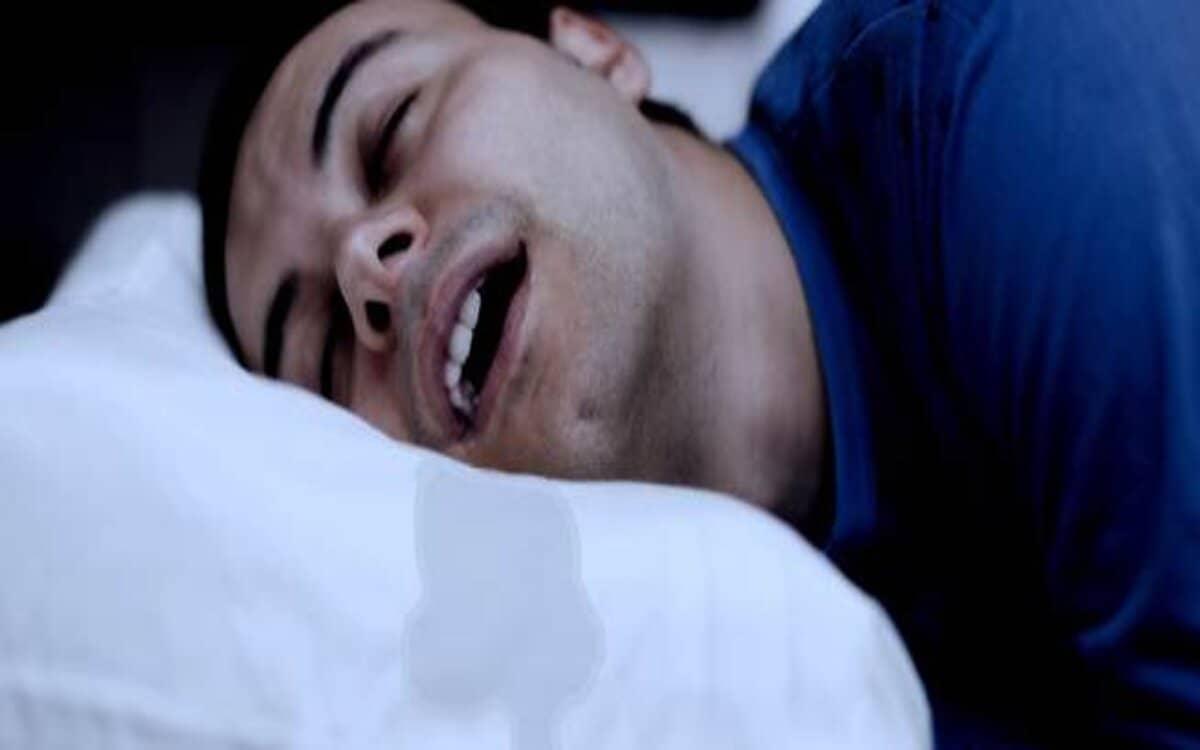 اسباب زيادة اللعاب اثناء النوم